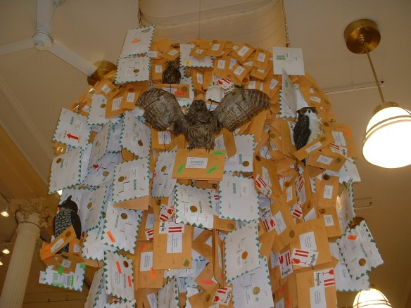 B&N Union Sq swoop of owl posts closeup
